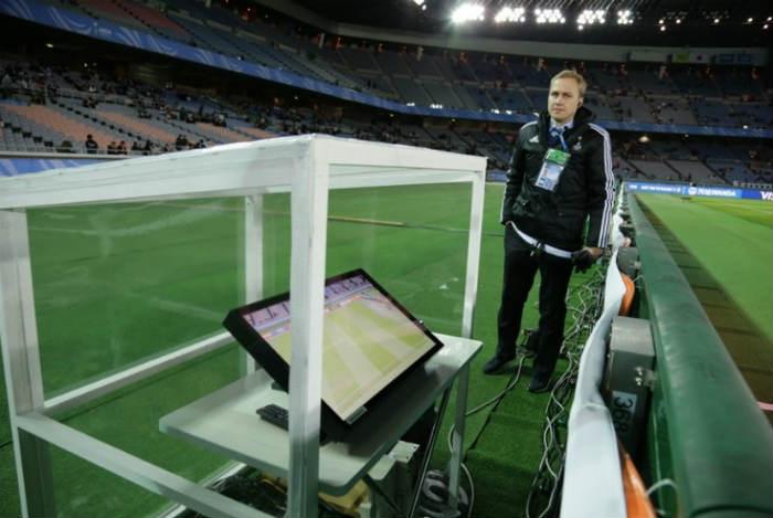 Teknologi yang digunakan di sepakbola