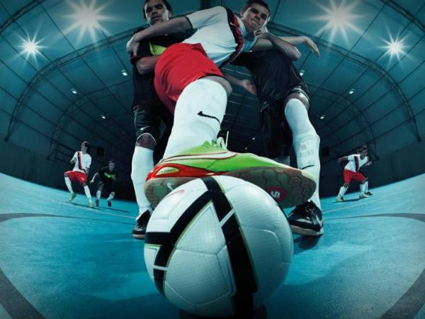 perbedaan sepakbola dan futsal