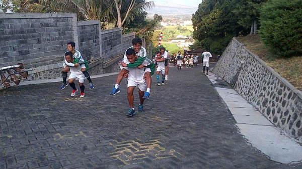 tips dan trik melatih fisik pemain bola profesional